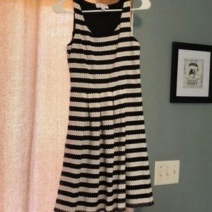 Elle black and white dress
